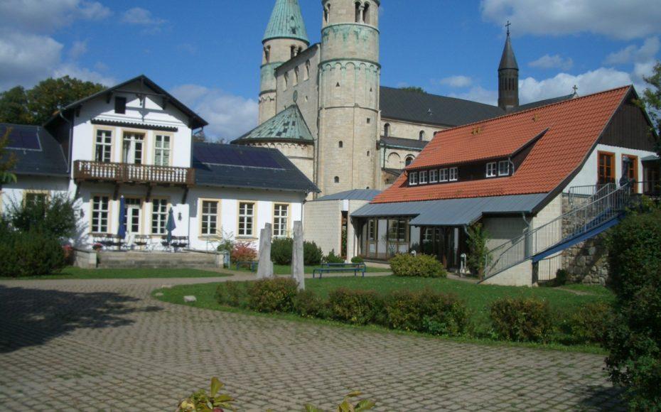 Cyriakushaus und Kirche