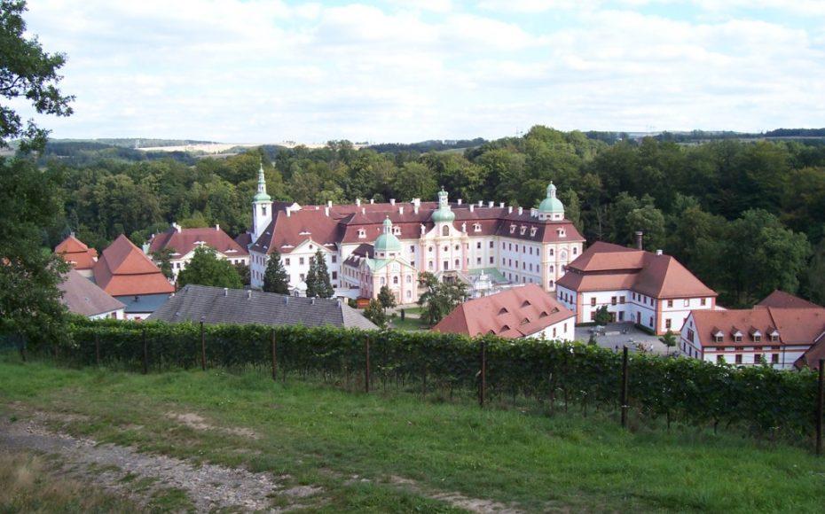 Blick auf das Kloster vom Kalvarienberg aus
