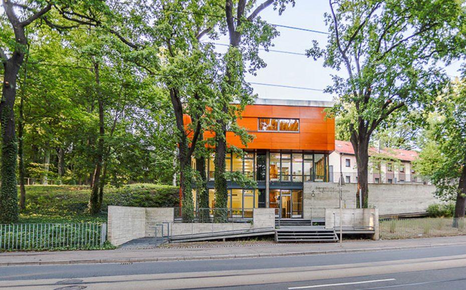 Tagungshaus – Blick von der Straße